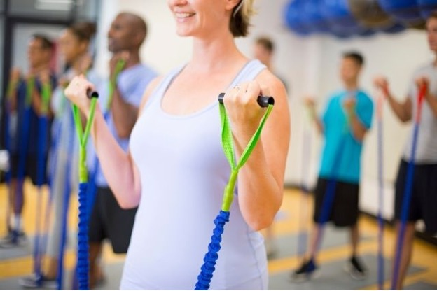 Women performing resistance training with her resistance bands