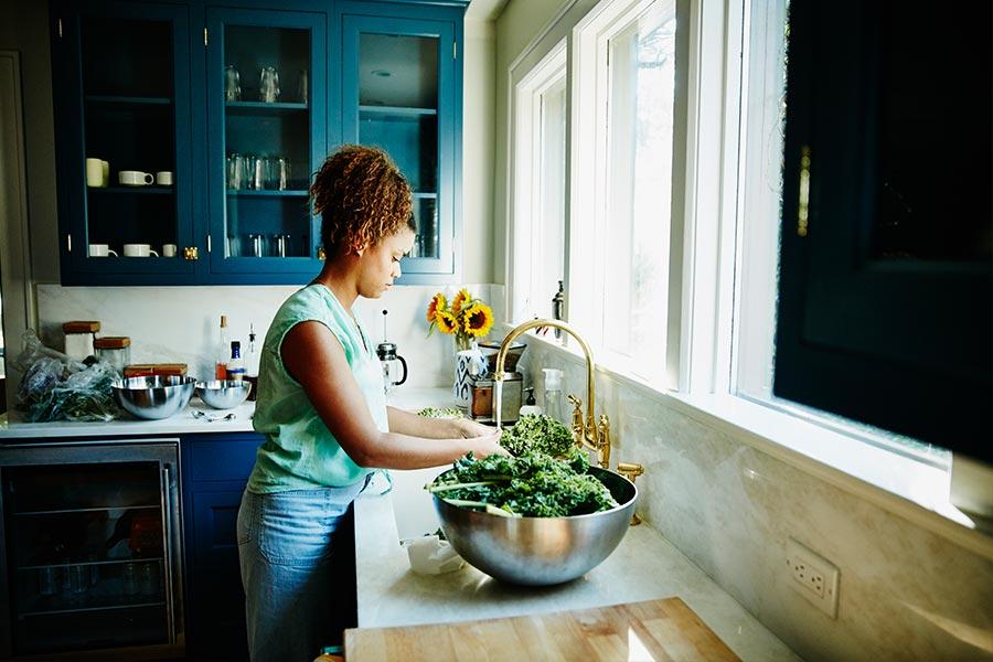 lady washing kale